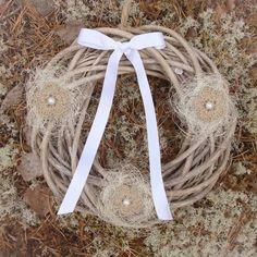 Wreath decorated with crocheted yute flowers Boho Style, Boho Fashion, Wreaths, Flowers, Decor, Jute, Bohemian Fashion, Decoration, Door Wreaths