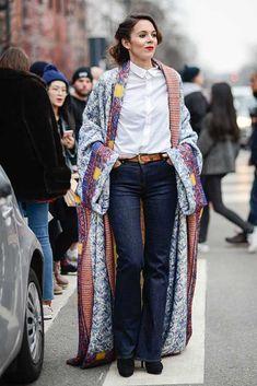 Estilo y vanguardia se toman las calles y pasarelas de Milán en la Semana de la Moda. Mira algunos de los looks más llamativos. Kimono Fashion, Hijab Fashion, Fashion Outfits, Fashion Ideas, Best Street Style, Street Style Women, Moda Kimono, Cool Style, My Style