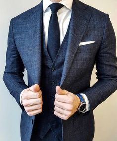 Whether you wear suits to work each day, or only once every so often, you will gain from the timeless classic man outfit for work. By classic and easy, it's understood a business suit. Most suits are made from wool. Modern Suits, Formal Suits, Mens Fashion Wear, Suit Fashion, Fashion Clothes, Jeans Fashion, Charcoal Suit, Suit Combinations, Moda Formal