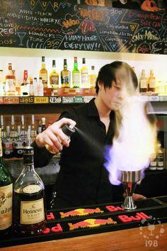 WooTP 窩台北, Lounge Bar in Taipei.  窩台北特調。叔叔有練過,小朋友在家請勿嘗試。  【i98愛酒吧】提醒您《酒後不開車 安全有保障》