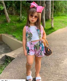 African Dresses For Kids, Tutus For Girls, Little Girl Outfits, Little Girl Dresses, Kids Girls, Kids Outfits, Girls Fashion Clothes, Baby Girl Fashion, Kids Fashion