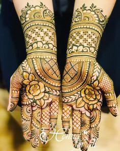 "Monita Bijoriya on Instagram: ""Beautiful bridal henna for Tuba ❤️ #henna #hennadesigns #hennadesign #mehndi #hennaforall #hennaforallny #weddinghenna #mehndidesign…"" Modern Mehndi Designs, Wedding Mehndi Designs, Mehndi Design Pictures, Beautiful Mehndi Design, Mehndi Images, Mehndi Designs For Hands, Henna Designs, Mehndi Art, Henna Mehndi"