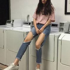 New Ideas Style Korean Fashion Ripped Jeans Ulzzang Fashion, Asian Fashion, Trendy Fashion, Girl Fashion, Fashion Beauty, Ootd Fashion, Jeans Fashion, Style Fashion, Grunge Outfits
