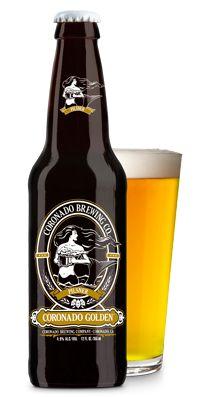 Cerveja Coronado Golden Pilsner, estilo Bohemian Pilsener, produzida por Coronado Brewing, Estados Unidos. 4.9% ABV de álcool.