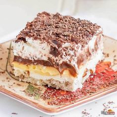 Sex In A Pan Layered Dessert This isn't your average layered dessert recipe. This recipe for Sex In A Pan Layered Dessert goes above and beyond most desserts - there are six layers to love, and they all come together to create a picture perfect treat. Mini Desserts, Layered Desserts, Desserts To Make, No Bake Desserts, Trifle Desserts, Plated Desserts, Quick Dessert Recipes, Easy Cake Recipes, Chef Recipes