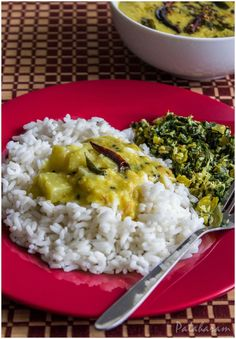 Choraka Kootu Curry / Bottle Gourd and Moong Dal Curry / Lauki Curry Vegetable Curry, Curry Leaves, Indian Dishes, Taste Buds, Gourds, Indian Food Recipes, Homemade, Meals, Kitchens