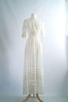 Vintage Edwardian Wedding Dress ~ 1900s Edwardian Era Cotton Wedding Gown with Lace Insets ~ Antique Cotton Lace Wedding Dress by xtabayvintage on Etsy https://www.etsy.com/listing/216106318/vintage-edwardian-wedding-dress-1900s