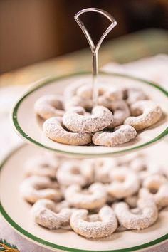 Nonnas Vanillekipferl Eat, Breakfast, Food, Almonds, Ancient Recipes, Easy Coconut Macaroons, Chocolate Candies, Food Food, Bakken