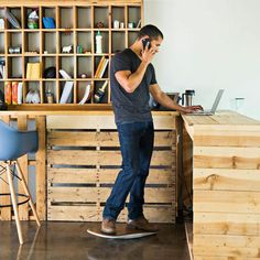 Forget Treadmill Desks: This Device Lets You Surf In Place At Your Standing Desk Standing Table, Standing Desks, Treadmill Desk, Renzo Piano, Design Salon, Table Haute, Stand Up Desk, Workspace Inspiration, Inspiration Boards