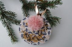 Projet DIY # 15 : noël cuivré Art And Craft, Girly, Scrapbooking, Christmas Bulbs, Holiday Decor, Home Decor, Round Basket, Diy Tutorial, Copper
