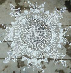 Rangoli Indian Rangoli Designs, Rangoli Designs Images, Beautiful Rangoli Designs, Mehndi Designs, Rangoli Patterns, Rangoli Ideas, Kolam Rangoli, Free Hand Rangoli Design, Small Rangoli Design