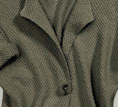 Une veste longue parfaite pour la saison ! Ce modèle est tricoté en Fil cabotinecoloris army au point de blé. Cette veste se portera avec toutes vos tenues. Modèle n°04 du mini-catalogue N°640 : Femme - Printemps/été 2016