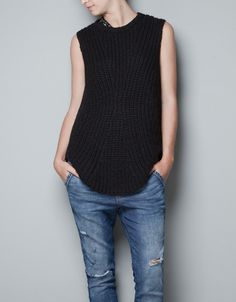 KNITTED SLEEVELESS TOP WITH STRASS DETAIL