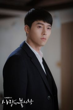 Crash Landing on You (사랑의 불시착) - Drama - Picture Gallery Hyun Bin, Asian Actors, Korean Actors, Hot Actors, Actors & Actresses, Handsome Actors, Kdrama, Drama Funny, Soul Songs