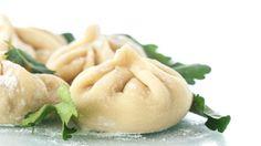 Per un giorno di festa prepara gli gnocchi ripieni vegetariani, un primo piatto da leccarsi i baffi.