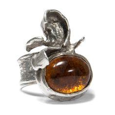 Freie Form - Handgearbeiteter Silber-Ring mit Bernstein von Oly, um 1980 von Hofer Antikschmuck aus Berlin // #hoferantikschmuck #antik #schmuck #Ringe #antique #jewellery #jewelry // www.hofer-antikschmuck.de