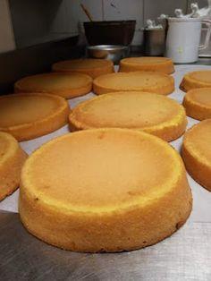 Benvenuti alla lezione numero 4 Il Pan di Spagna. Il Pan di Spagna è di primaria importanza in pasticceria, è la base di moltissime tort...