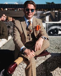Great color combination with this suit at Pitti Uomo in Florence! (presso Fortezza da Basso)