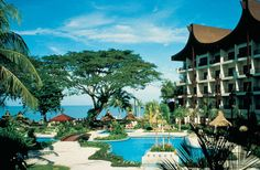 Shangri La Rasa Sayang hotel at Batu Ferringhi Beach in Penang Malaysia - one of the most famous and popular luxury resort hotels in Penang. Yes Yes Yes!