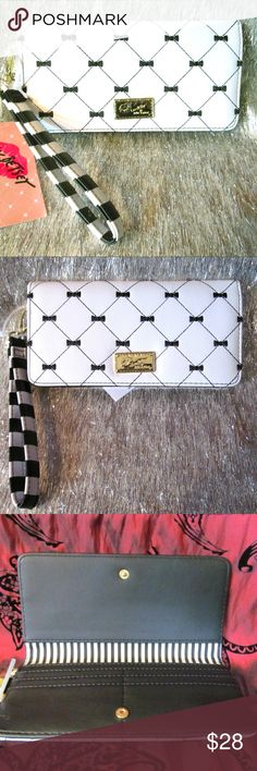 """NWT Betsey Bow Quilt Stripe Clutch Wallet Wristlet NWT Betsey Bow Quilt Stripe Clutch Wallet Wristlet Adorably awesome qulited black and white bow design. Use this as a purse or wallet, with 4 card holder slots and three slots for cash or checks with zipper pocket on exterior. Measurements (when closed):  4"""" x 8"""" (open): 8"""" x 8"""" Conditiion: Excellent. New, never used, still has original tags. Betsey Johnson Bags Clutches & Wristlets"""