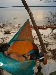 Escritório na Rede Kampa e Mosquiteiro BugStop. Descida do Rio Negro de caiaque por Angelo Corso - Distancia remada 975 km — em Rio Negro - Amazonas.