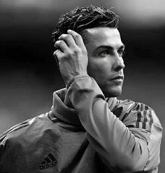 Cristano Ronaldo, Cristiano Ronaldo Juventus, World Best Football Player, Soccer Players, Cristiano Ronaldo Wallpapers, Portugal National Team, Hispanic Men, Ronaldo Real Madrid, Black Wallpaper