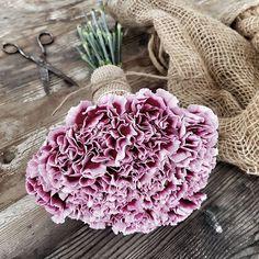 Sunday flowers are always a good idea...~•❥ #bouquet#bukett#årstidensbästa#nejlika#dianthus#vakrehjemoginteriør#interiormagasinet#fioribilden#blomster_inspo#tradgardsinspo#trädgårdsinspo#insta#flower#blommor#inspo#inspiration#flowerslovers Vegetables, Floral, Instagram Posts, Food, Cabbage, Gardens, Florals, Veggies, Eten