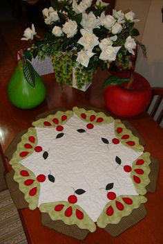 By ✂✂✂✿♥ ANGELA MONI ♥✿✂✂✂  The pies look good enough to eat!