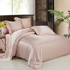 Silk sheets it is nice to pamper oneself just a little. One way to do that is give yourself a good night's sleep on silk sheets. Silk Bed Sheets, Silk Bedding, Cheap Bed Sheets, Duvet Bedding, Beach Bedding, Chic Bedding, Bronze Art, Best Duvet Covers, Best Mattress