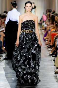 Giambattista Valli Fall 2011 Couture Collection Slideshow on Style.com