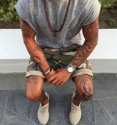 Pin de alisson freitas em militar streetwear summer, fashion e mens fashion Leg Tattoos, Sleeve Tattoos, Tattoos For Guys, Cloud Tattoo Sleeve, Tatoos, Tomboy Fashion, Mens Fashion, Street Fashion, Tattoo Arm Mann