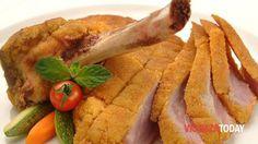 La cotoletta alla milanese è, insieme al risotto alla milanese e al panettone, il piatto più tipico e conosciuto di Milano. Ecco la ricetta originale