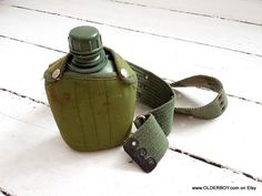 Vtg Soldier Canteen green bottle inside cover on belt Army forces flask canteen travel for soldier plastic Taiwan canteen H05/616