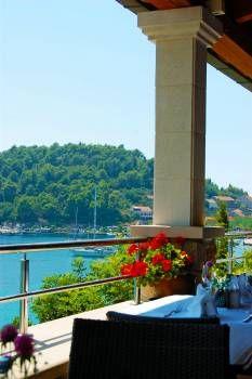 Dieses feine #Hotel auf der Adria-Insel Šipan liegt an einem Hang direkt am #Meer! Den Blick, die Ruhe, den #Komfort und die vielfältigen Ausflugsmöglichkeiten genießen vor allem Paare und Familien mit größeren Kindern.  #kroatien #croatia #travel #urlaub #reise #vamosreisen https://www.vamos-reisen.de