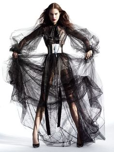 """timeless-couture: """"Catherine McNeil photographed by Mario Testino for V Magazine Summer 2007 """" Catherine Mcneil, Mario Testino, Foto Fashion, Dark Fashion, High Fashion, Fashion History, Vanity Fair, Editorial Photography, Fashion Photography"""