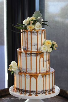 Modern Wedding Cakes Wedding drip cake - I have a special place in my heart for wedding cake trends (naked cakes! That's why I always love seeing what new trends are popping up. Berry Wedding Cake, Camo Wedding Cakes, Floral Wedding Cakes, White Wedding Cakes, Beautiful Wedding Cakes, Wedding Cake Designs, Beautiful Cakes, Wedding Ring, Cupcakes