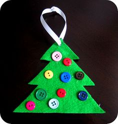 A button Christmas tree ornament that the kids can make! Yes!