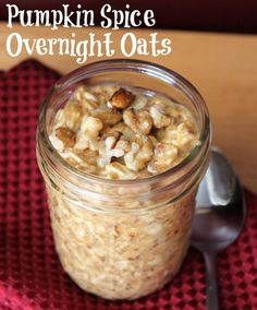 Pumpkin Spice Overnight Oats - Organize Yourself Skinny - Trying this tonight! finally found a pumpkin overnight oats :) Oats Recipes, Ww Recipes, Cooking Recipes, Pumpkin Puree Recipes, Freezer Recipes, Freezer Cooking, Recipies, Pumpkin Granola, Pumpkin Spice