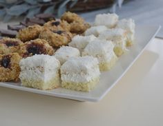 Krispie Treats, Rice Krispies, Sweets, Desserts, Food, Raffaello, Tailgate Desserts, Deserts, Gummi Candy