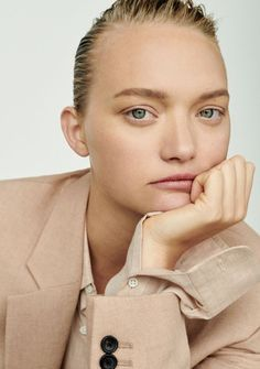 Gemma Ward graces the pages of Unconditional Magazine's spring-summer 2018 issue. Photographer Alexandra Nataf captures the Aussie beauty in relaxed suiting for… Gemma Ward, Beauty Photography, Portrait Photography, Fashion Photography, Cara Delevingne, Beauty Editorial, Editorial Fashion, Summer Editorial, Fashion Shoot