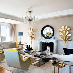 Feminine living room with brass accents Feminine Living Room, Bold Decor, Bedroom Design, Living Room Design Modern, Family Living Rooms, Eclectic Interior, Living Decor, Interior Design, House Interior