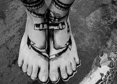 split anchor. cool feet tattoo http://www.tattoo-bewertung.de/image/best