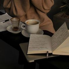 Brown Aesthetic, Aesthetic Vintage, Aesthetic Photo, Aesthetic Pictures, Hogwarts, Coffee And Books, Study Inspiration, Decorating Coffee Tables, Retro
