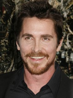 Studs of The Dark Knight Rises: Christian Bale He is looking like a young James Brolin in this picture. 2015 Hairstyles, Newest Hairstyles, Best Puns, The Dark Knight Rises, Christian Bale, I Wish I Knew, Raining Men, British Actors, Dark Hair