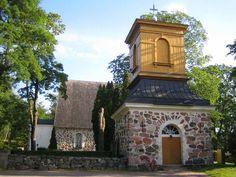 Pohjan kirkko ja tapuli. Kuva: MV/RHO Johanna Forsius 2007