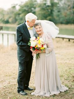 A Love Story 63 Years in the Making Mature Couples, Old Couples, Elderly Couples, Happy Old People, 2nd Wedding Dresses, People Getting Married, Older Bride, Growing Old Together, Old Love