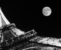 Asymmetrical Balance: asymmetrical balance is typically off-center or created with an odd or mismatched number of disparate elements. This is an example of asymmetrical balance because the Eiffel tower is taken not centered and off to the side. Paris 3, Paris At Night, Paris Pics, Photo Tour Eiffel, Torre Eiffel Paris, Asymmetrical Balance, Eiffel Tower At Night, Belle France, Black And White Pictures