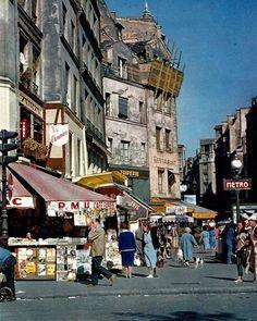 La rue Beaubourg au métro Rambuteau en 1960 Ervin Marton...reépinglé par Maurie Daboux ❥•*`*•❥