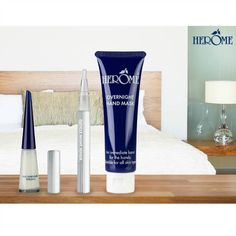 Herome Overnight Hand Mask is an intensively moisturizing mask directly boosts your skin. The high-quality composition contains Aloe Vera, Pro-Vitamin B, Collagen and a skin firming complex. The mask has a regenerating effect, protects against premature skin aging and keeps hands soft and smooth.