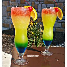 TROPICAL OASIS 1 oz. (30ml) Blue Curacao .5 oz. (15ml) Peach Schnapps 1 oz. (30ml) Midori Melon Liqueur 1 oz. (30ml) Orange Juice 2 oz. (60ml) Pineapple Juice 1 oz. (30ml) Fruit Punch 1 oz. (30ml) Bacardi Mango Fusion Rum 1 oz. (30ml) Bacardi Dragonberry Rum 1 oz. (30ml) Malibu Coconut Rum 1 oz. (30ml) Smirnoff Watermelon Vodka
